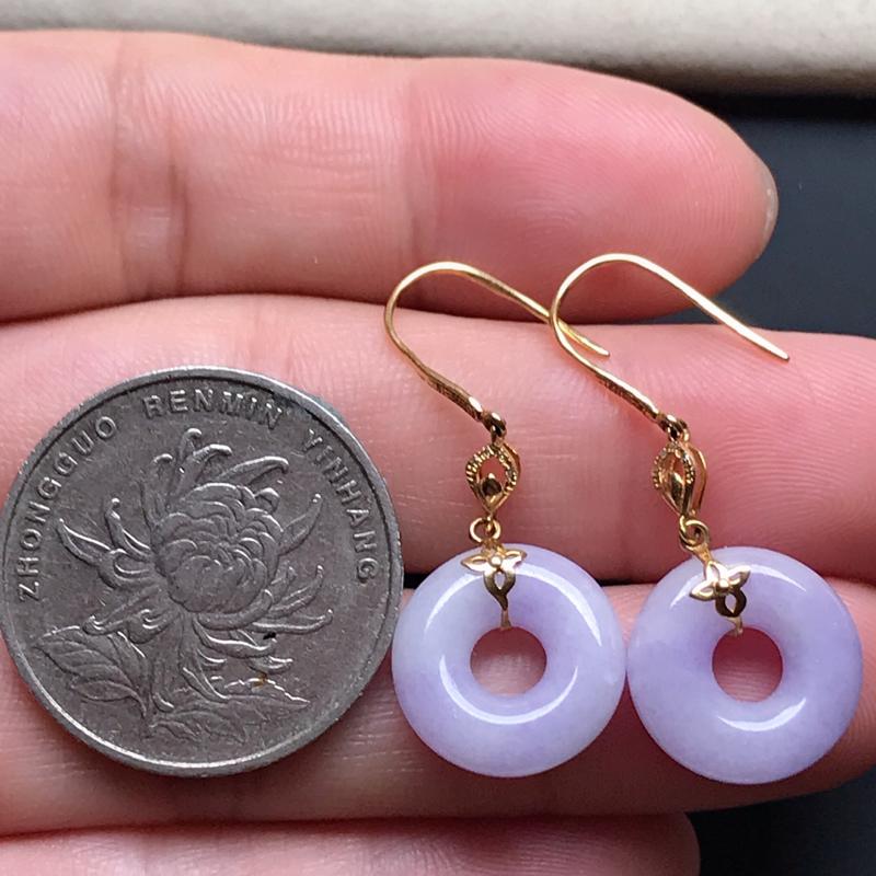 18k伴钻镶嵌,紫罗兰甜甜耳坠,色泽鲜美,玉质细腻,水润光泽,款式精美,佩戴韵味十足,整体尺寸35.3*14.2*4.8
