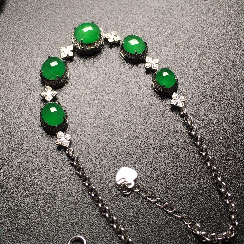 满绿蛋面翡翠手链,种老通透,色辣,饱满圆润,性价比高,裸石尺寸:6.8*5.8*3.3整体尺寸:61
