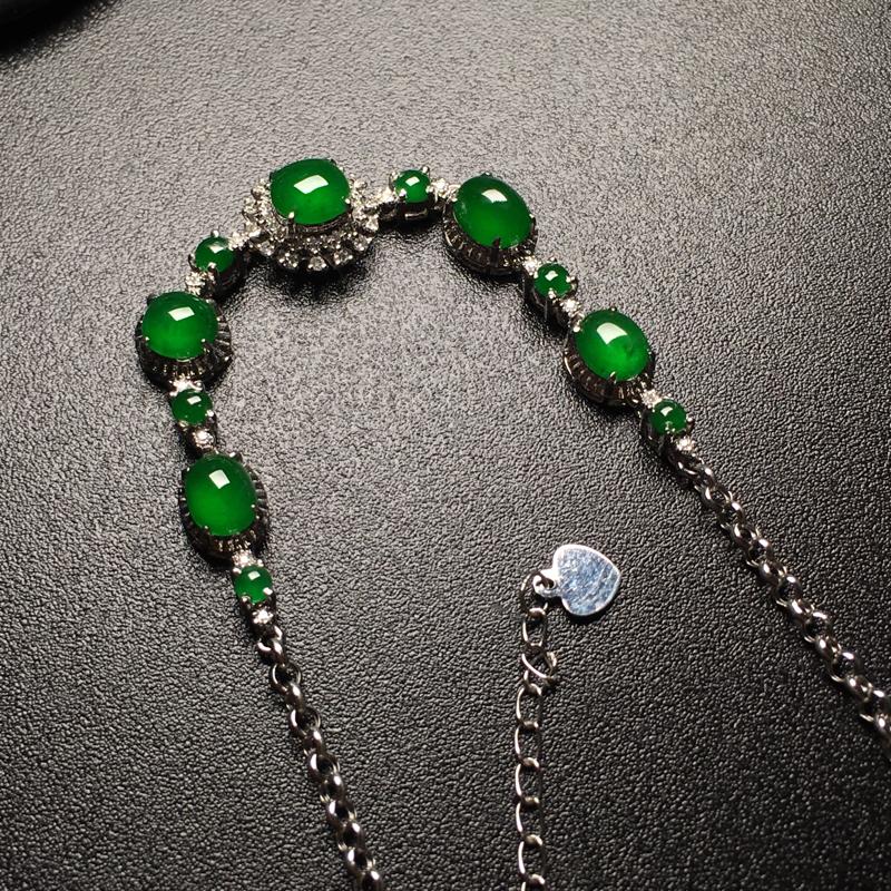 满绿蛋面翡翠手链,种老通透,色辣,饱满圆润,裸石尺寸:5.2*4.7*3整体尺寸:58.5*8.8*