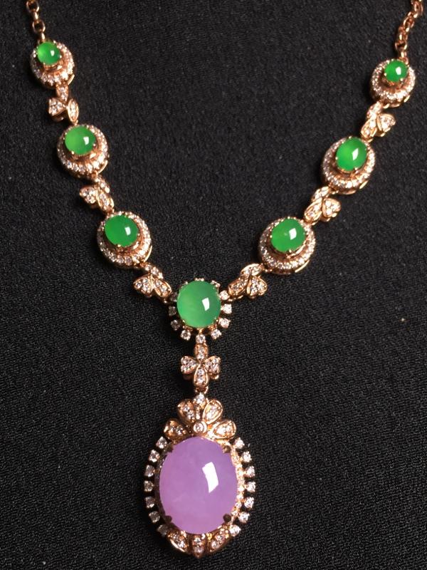 (紫+绿)蛋面晚装项链,18k金钻石镶嵌,种水超好,玉质细腻。