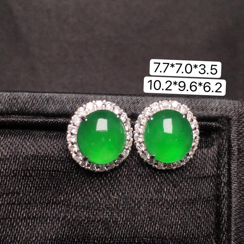 满绿蛋面耳钉,18K金镶嵌,无纹无裂,玉质细腻,质量杠杠的,性价比超高