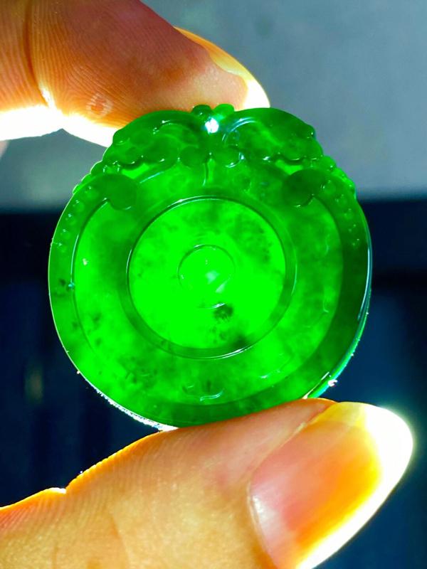 墨翠【生意兴隆、仿古平安扣】细腻干净,黑度好,性价比高,雕工精湛,打灯透绿 .