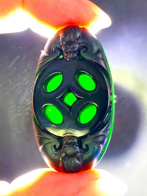墨翠【福在眼前】细腻干净,黑度好,性价比高,雕工精湛,打灯透绿 .