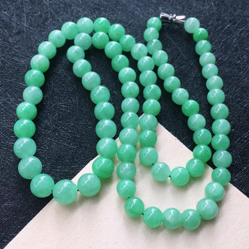 翡翠满浅绿圆珠项链,种水好玉质细腻温润,颜色漂亮。项链周长:56cm