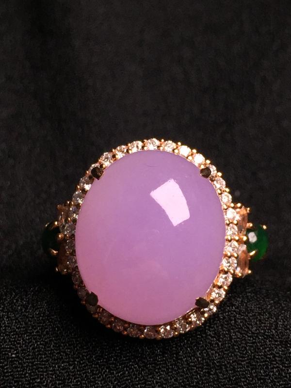 紫罗兰蛋面戒指,18k金钻石镶嵌,种水超好,玉质细腻。