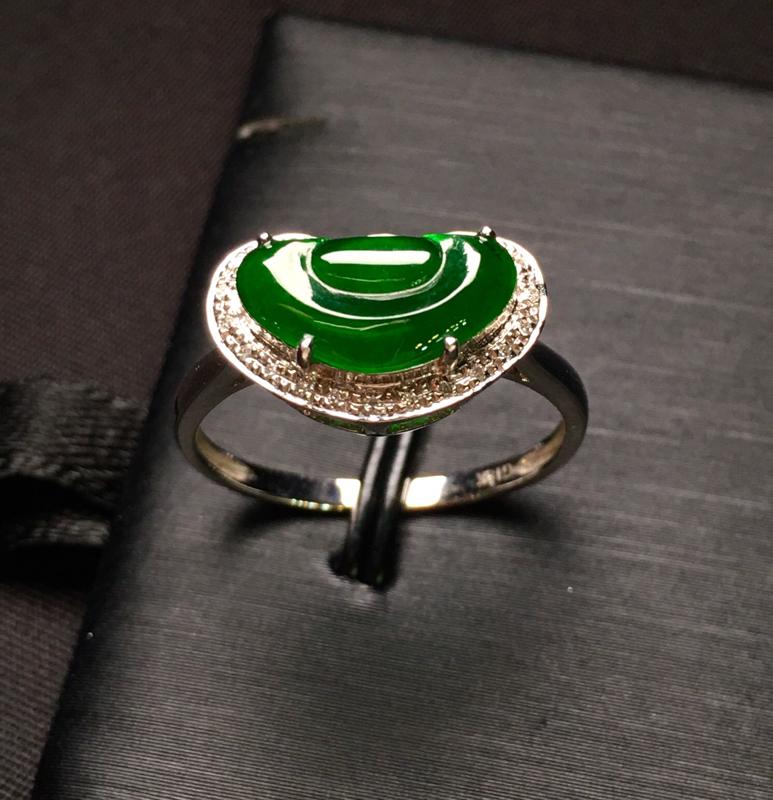 18K金钻镶嵌满绿如意戒指 色泽均匀 款式新颖时尚 精美 上手亮眼 精致 圈口13.5整体尺寸14.