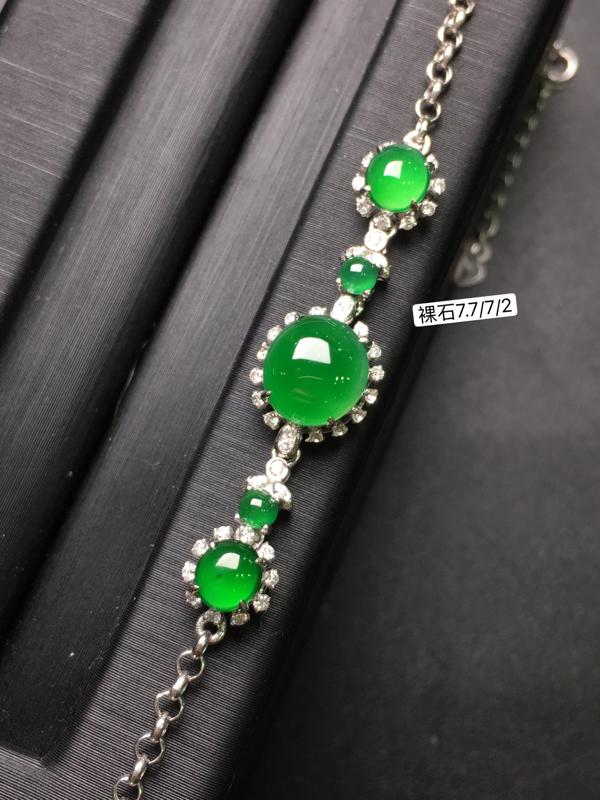 辣绿蛋面手链,18k金豪华镶钻,无纹无裂,种好色好,质量杠杠的,性价比超高