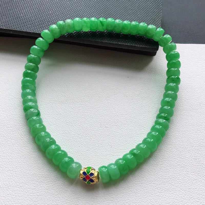 糯化种满绿色平安扣手链。缅甸天然翡翠A货. 品相好,料子细腻,雕工精美。 尺寸:5.2*3mm.