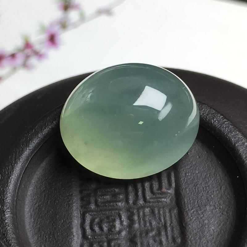 冰种大蛋面裸石,大个饱满,圆润饱满,干净起光,没有纹裂。可镶嵌成戒指。尺寸:14.7-12.7-9.1