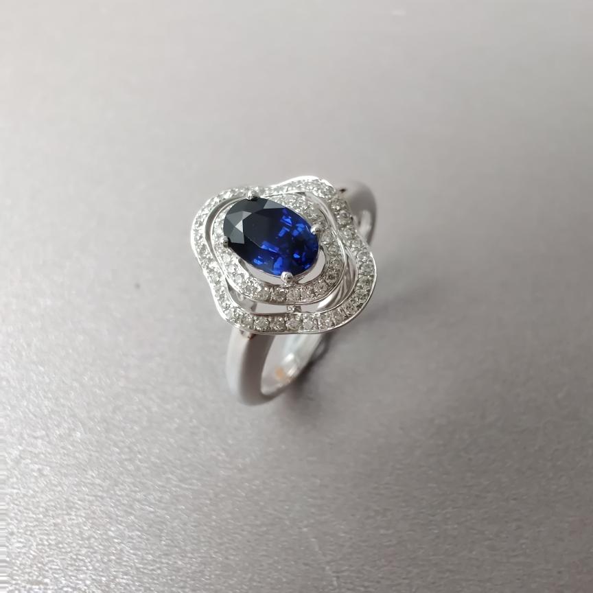 【戒指】18k金+蓝宝石+钻石  宝石颜色纯正 主石:0.61ct  货重:3.51g  手寸:13