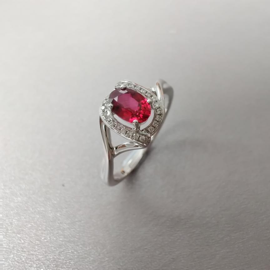 【戒指】18k金+无烧红宝石+钻石  宝石颜色纯正 主石:0.59ct  货重:2.94g  手寸: