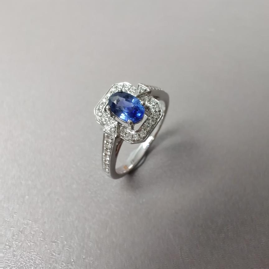 【戒指】18k金+蓝宝石+钻石  宝石颜色纯正 主石:0.62ct  货重:3.97g  手寸:12