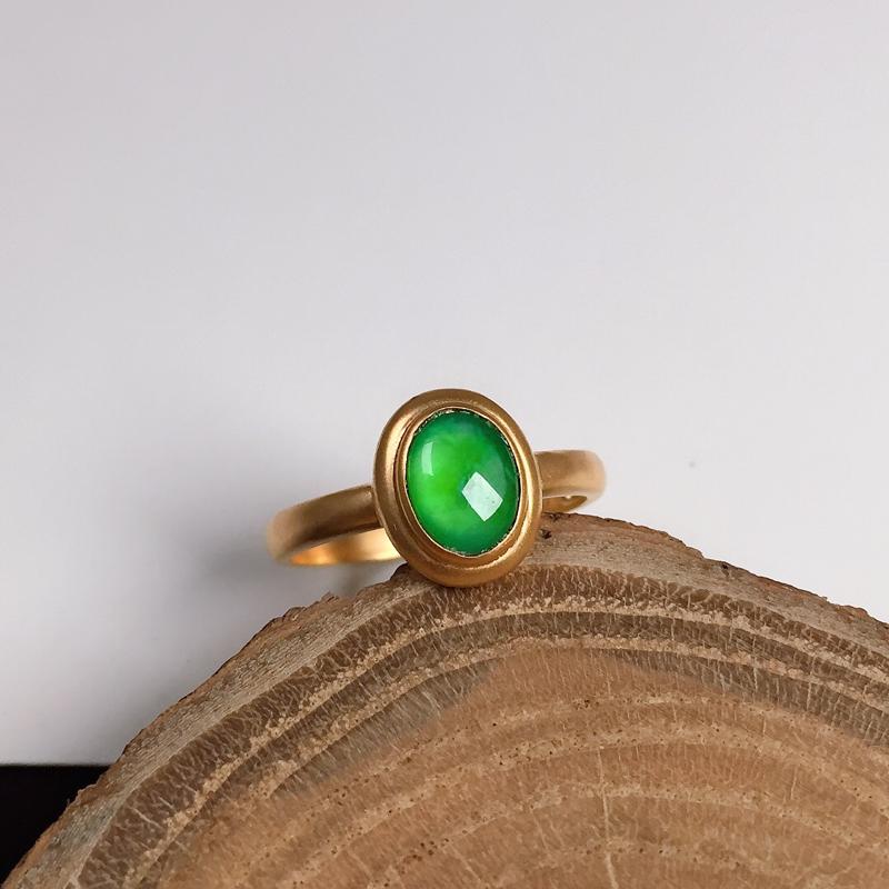 冰种翠绿翡翠戒指,种水好,色泽清新亮丽,优雅迷人,指圈#13.5,裸石尺寸:8*6.2*2