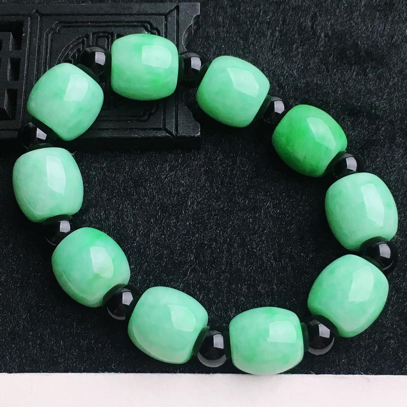 A货翡翠  水润满绿路路通手链   尺寸取其一14.1*14.2mm  水头好,料子细腻,色泽艳丽,