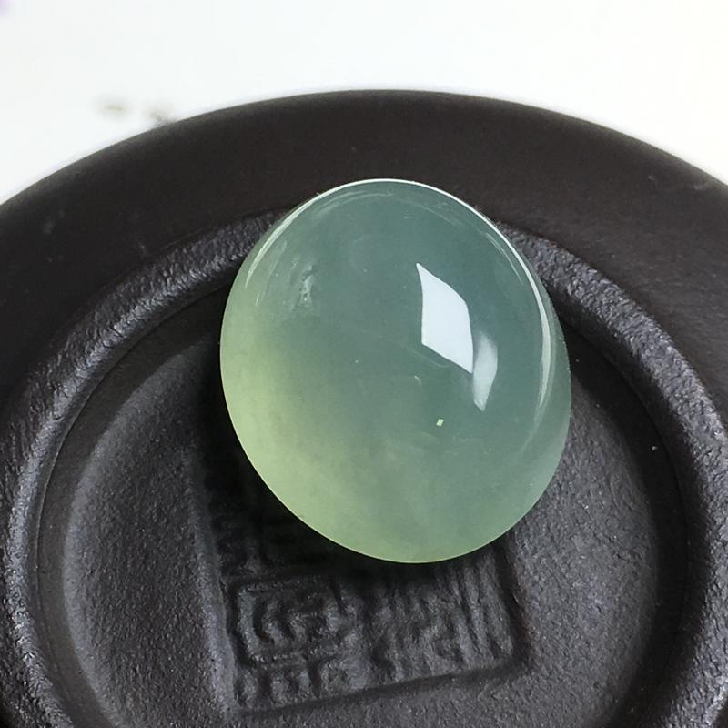 冰种大蛋面裸石,大个饱满,圆润饱满,干净起光,没有纹裂。可镶嵌成戒指。尺寸:14.7-12.7-9.