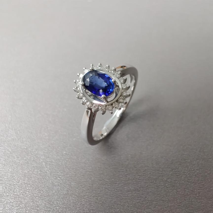 【戒指】18k金+蓝宝石+钻石  宝石颜色纯正 主石:0.54ct  货重:3.16g  手寸:14