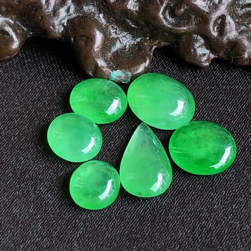 天然a货翡翠满阳绿裸石蛋面(镶嵌件)戒面6个,玉质细腻,种水足,尺寸:7.2*5.6*3/6.6*5