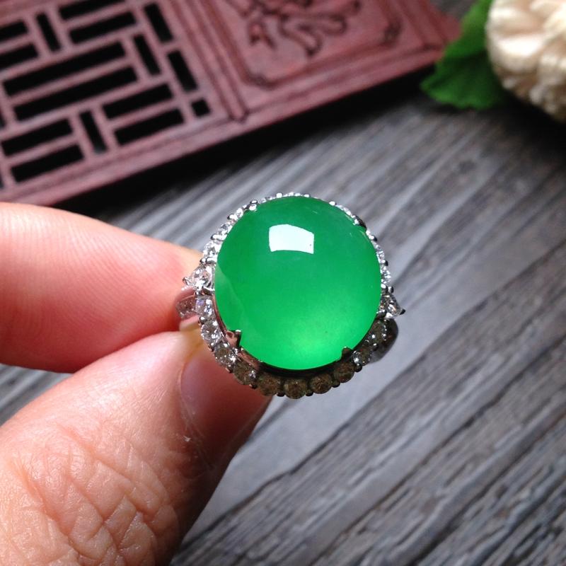 老坑冰阳绿鸽子蛋戒指,裸石14.5*13.5*6.5 戒圈13.5 18k金钻石镶嵌,蛋面个头大,圆