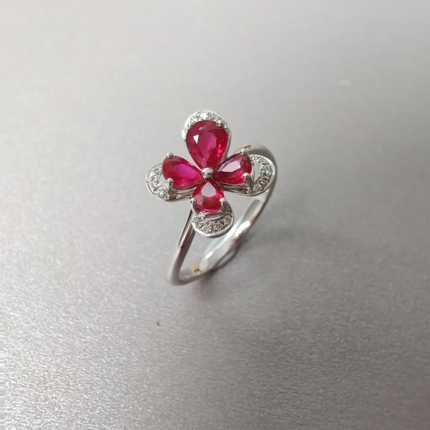 【戒指】18k金+红宝石+钻石  宝石颜色纯正 主石:0.29ct  货重:2.61g  手寸:14