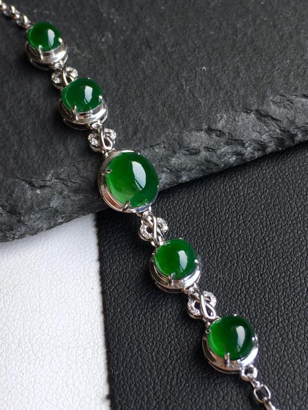 18k金镶钻,满绿蛋面手链,佩戴效果更佳,整体尺寸8.0*58.7*6.2