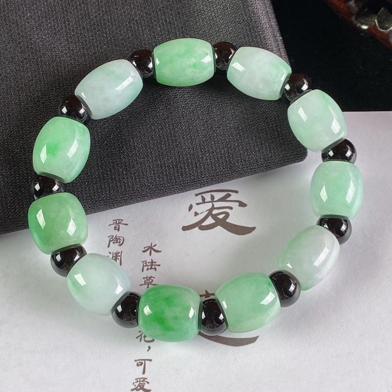 A货翡翠-种好淡绿路路通手链,尺寸-12*12.1mm,隔珠为装饰