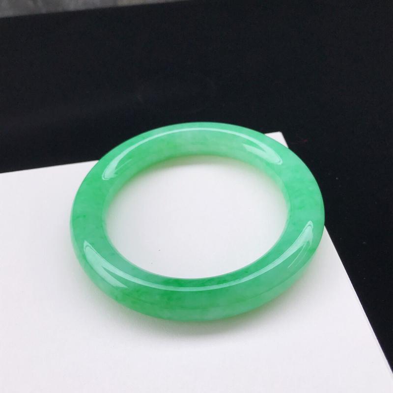 圈口:57.9mm天然翡翠A货糯化种水润飘阳绿圆条手镯,尺寸57.9-11.9-11.3mm,底子细