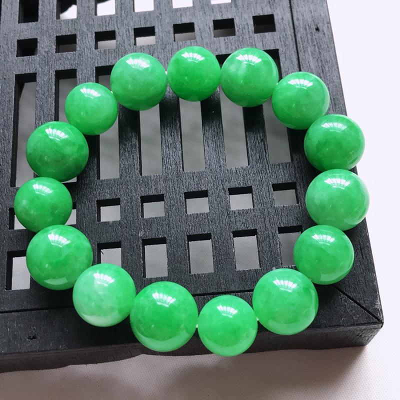 天然翡翠A货,细糯种满色阳绿圆珠手链,玉质细腻水润,颜色漂亮,雕工精致,尺寸直径12.6