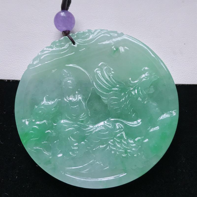 天然翡翠A货。老坑糯化种飘绿观音吊坠(顶珠为装饰珠)。玉质细腻,雕工精致。尺寸:56.7*5mm