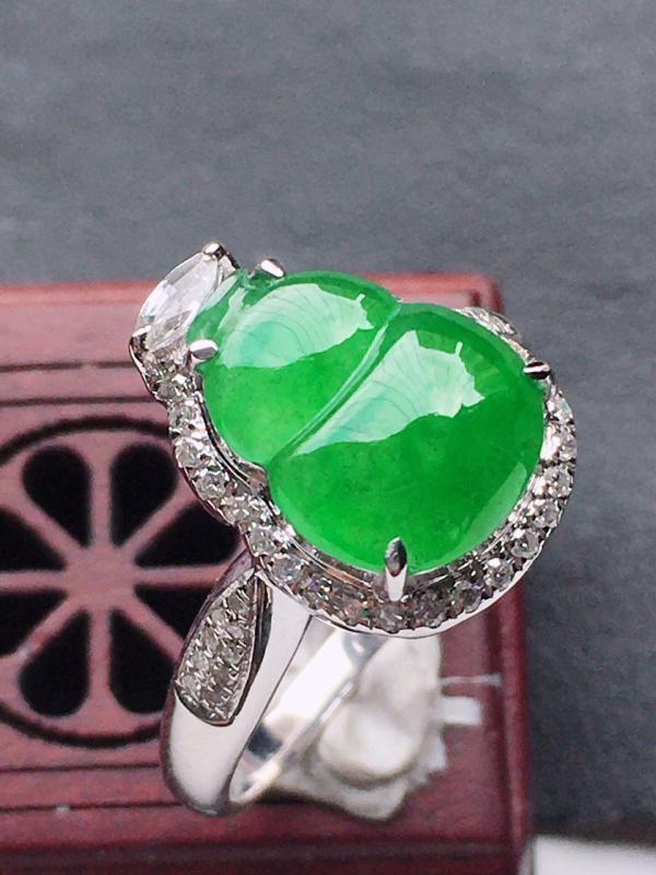 缅甸翡翠17圈口18k金伴钻镶嵌满绿葫芦戒指,自然光实拍,玉质莹润,佩戴佳品,内径:17.8 mm(