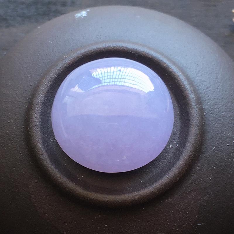 紫色戒面,自然光实拍,缅甸a货翡翠,水润玉质细腻,雕刻精细,饱满品相佳。