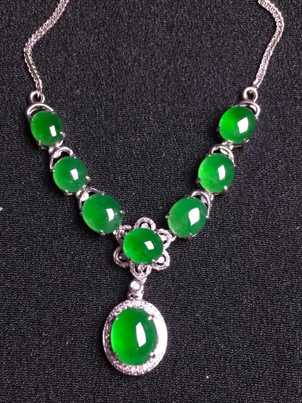 满绿蛋面晚装项链,18k金钻石镶嵌,种水超好,玉质细腻**