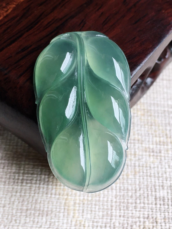 A货翡翠冰糯种甜绿叶子金枝玉叶吊坠挂件,尺寸35.6/21/4.6mm,重量5.63g