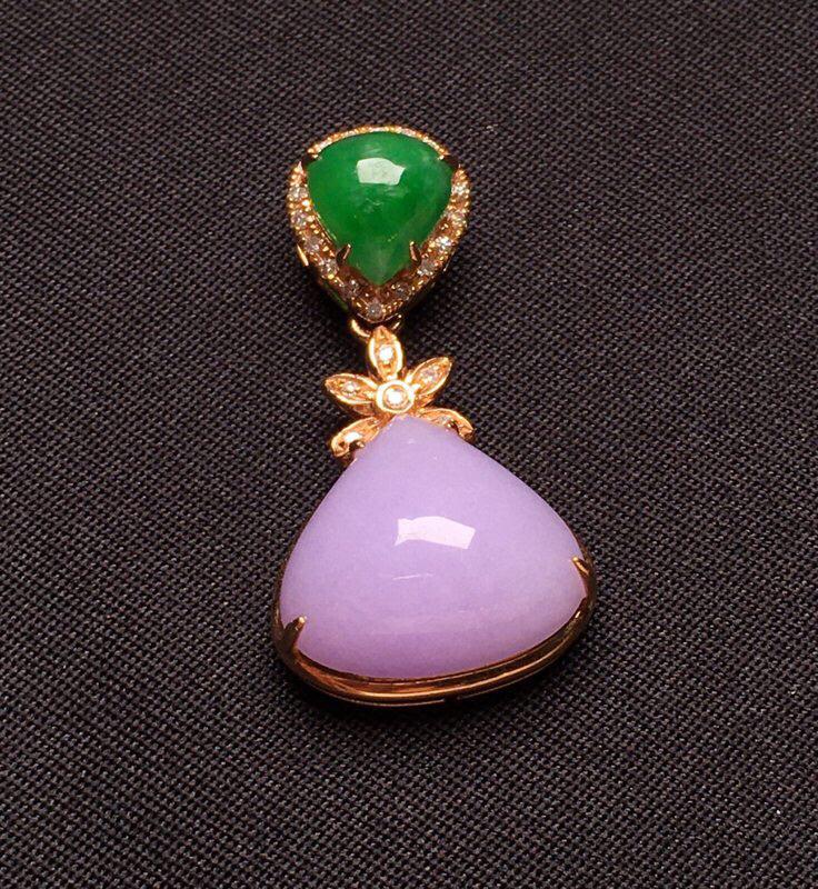 18K金钻镶嵌紫罗兰面蛋吊坠 款式新颖时尚唯美 圆润饱满 质地细腻 整体尺寸25.7*13.7*7.