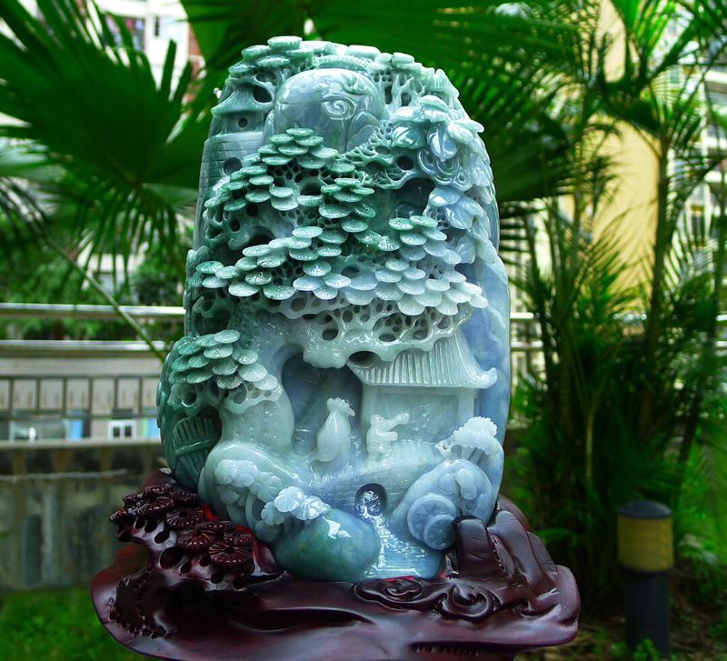 缅甸天然翡翠A货 飘花高山流水 山水摆件 雕刻精美线条流畅种水好 层次分明 工艺精湛 搭配精美高档檀