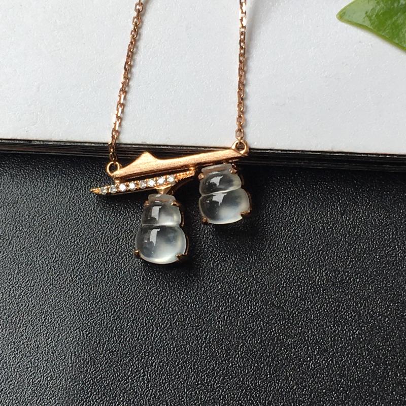 G18K玻璃种葫芦锁骨链,镶嵌工艺简洁,佩戴效果百搭又精致。整体尺寸:11.0-15.0-4.0mm