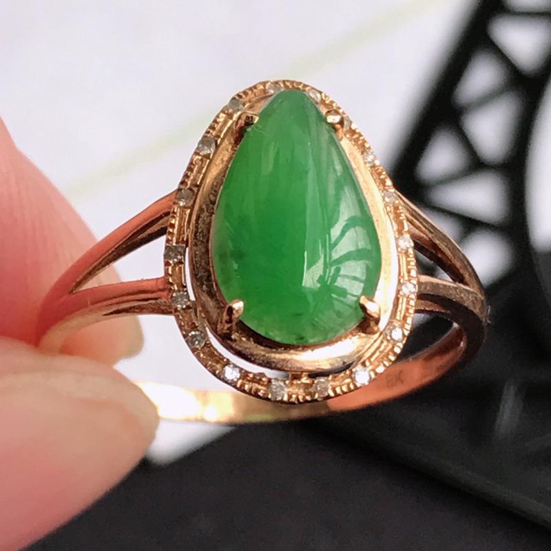 编号677翡翠A货满绿18K金伴钻水滴戒指,包金尺寸13.2*9.4*5.6mm,裸石尺寸9.9*6