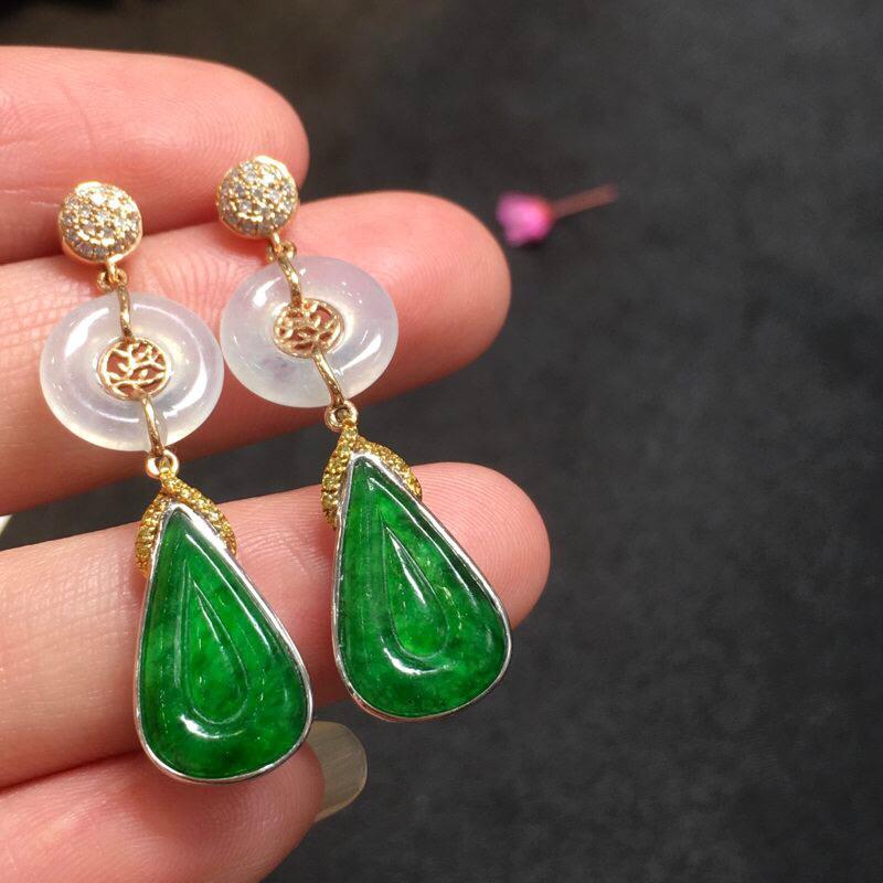 一对浅绿水滴耳坠,底庄细腻,18K金南非真钻镶嵌,无纹裂,性价比高,推荐,尺寸36.9*14.8*9