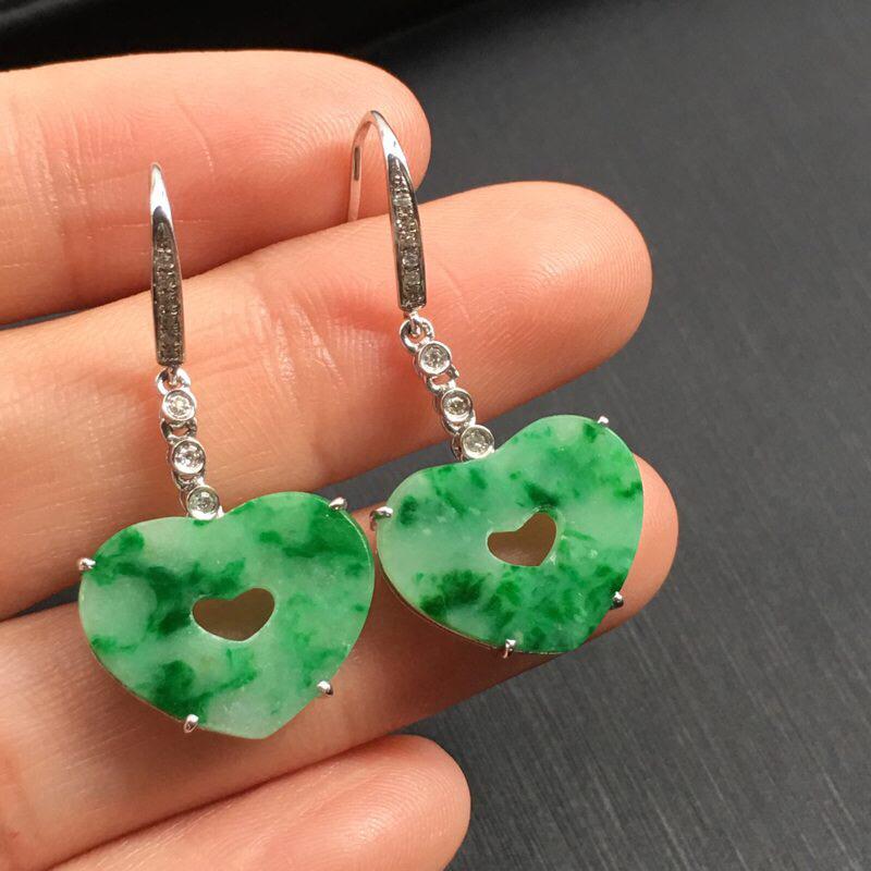 一对浅绿心形耳坠,无纹裂色阳,底庄细腻,18k金南非真钻镶嵌,性价比高,推荐,尺寸33.2*16.5