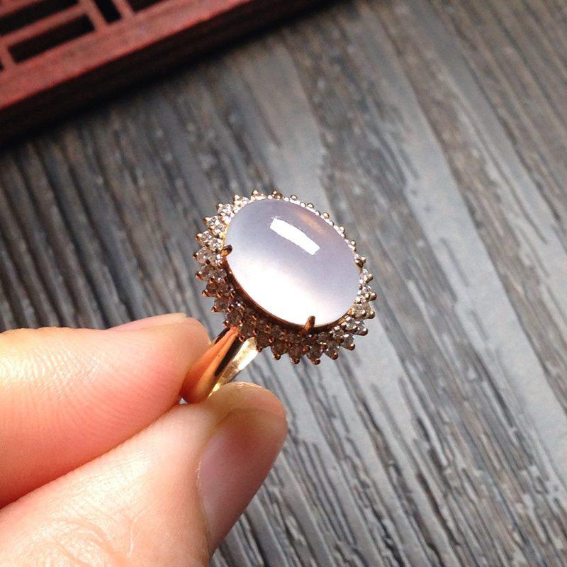 老坑起光冰淡粉紫戒指,裸石11*8.5*6 18k金钻镶嵌,老坑种水,蛋面圆润饱满,通透无比,清润水
