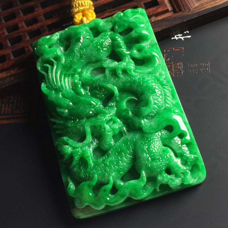 糯种满绿龙牌吊坠  雕工精湛 款式霸气十足 水润细腻 佩戴上档次 尺寸67-44-10毫米