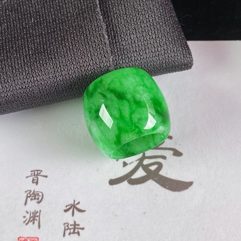 A货翡翠-种好满绿路路通吊坠,尺寸-14.6*16.8mm