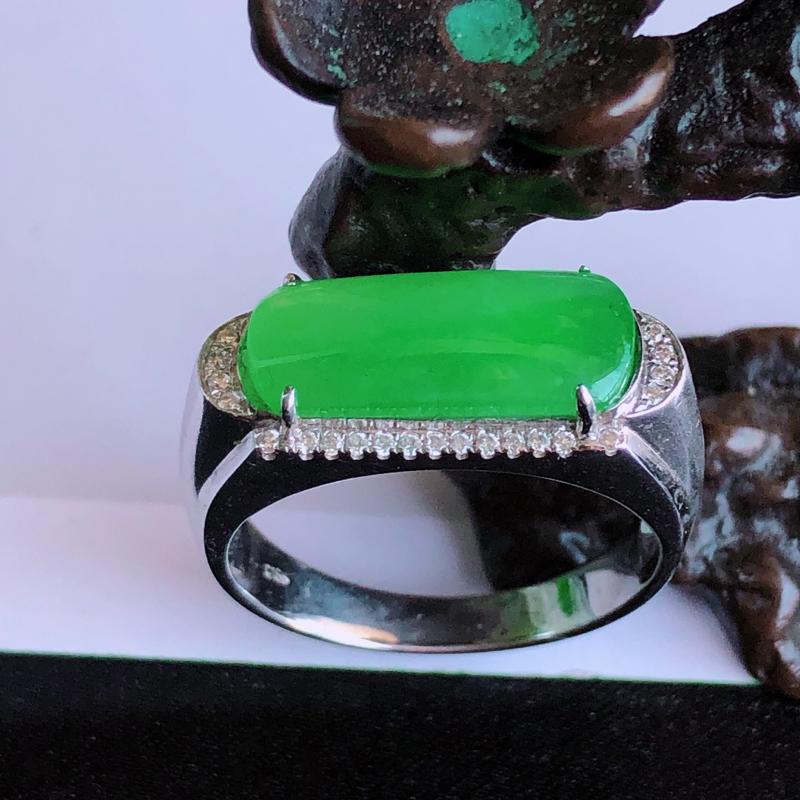 天然a货翡翠满阳绿马鞍18k镶金钻戒指,玉质细腻,颜色阳