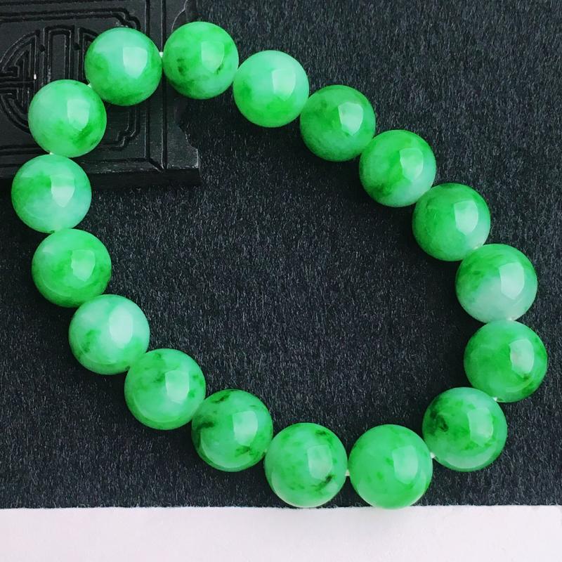 A货翡翠  水润飘绿玉珠手链   尺寸珠直径12mm  水头好,料子细腻,色泽艳丽,珠子圆润饱满