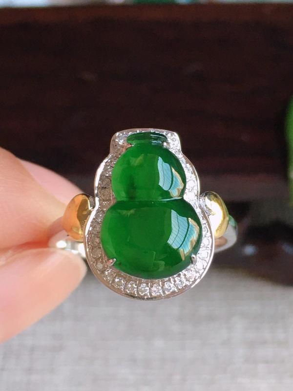 A货翡翠冰种满绿18k金葫芦戒指17-18圈口,尺寸17.3/15.5/11.5/6.8裸石12.7
