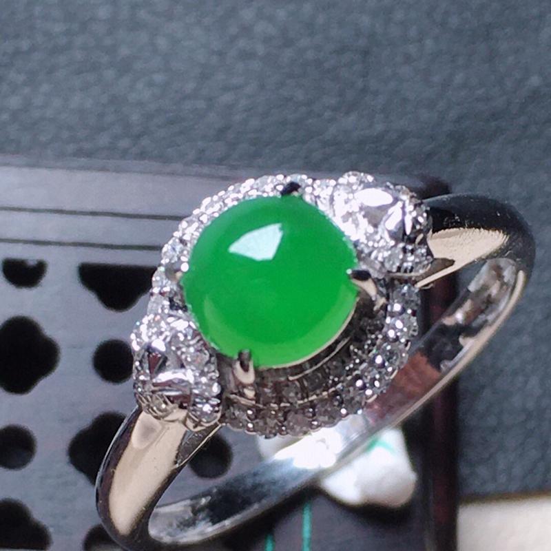缅甸翡翠17圈口18k金伴钻镶嵌满绿蛋面戒指,自然光实拍,颜色漂亮,玉质莹润,佩戴佳品,内径:17.