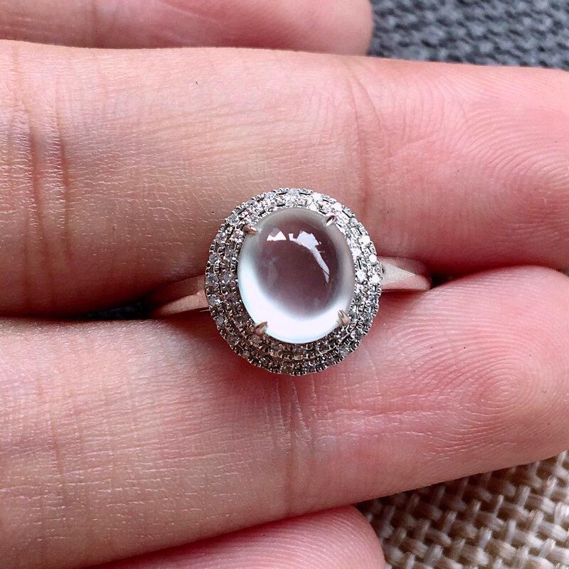 力荐款(纯美玻璃种女戒指)老坑纯正玻璃种翡翠大蛋面女戒指,18k金豪华镶嵌而成,佩戴效果出众。