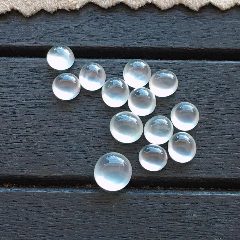 蛋面,自然光实拍,缅甸a货翡翠,玻璃种蛋面13颗,种好通透,起荧光,晶莹剔透,纯净无暇,品质高档,大尺寸6*3mm,小尺寸4*2.5mm