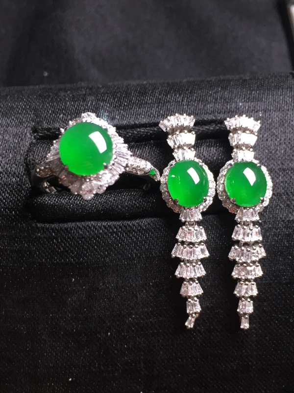 阳绿蛋面套装(耳坠+戒指),18k真金真钻镶嵌,种水超好,玉质细腻