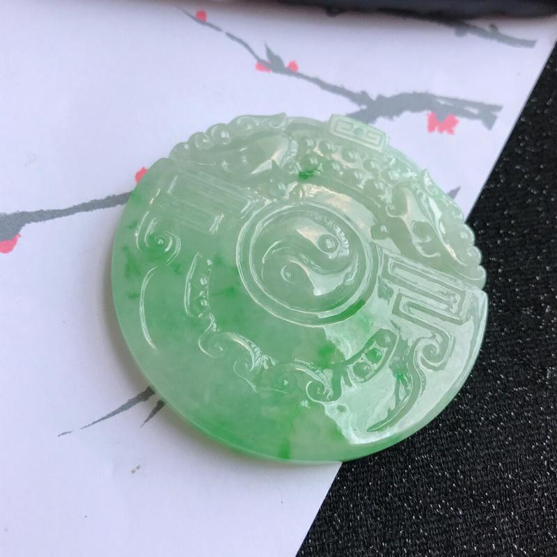 飘绿古龙牌吊坠,翡翠A货,尺寸:54.7*5mm