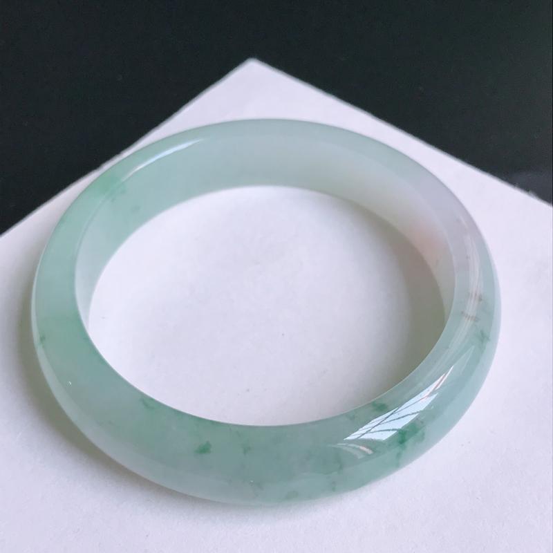尺寸:57.4/13.3/7.6mm,天然A货翡翠带绿宽边手镯,编号10.21